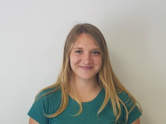 Inštruktorica Anja N. za predmet matematika in fizika