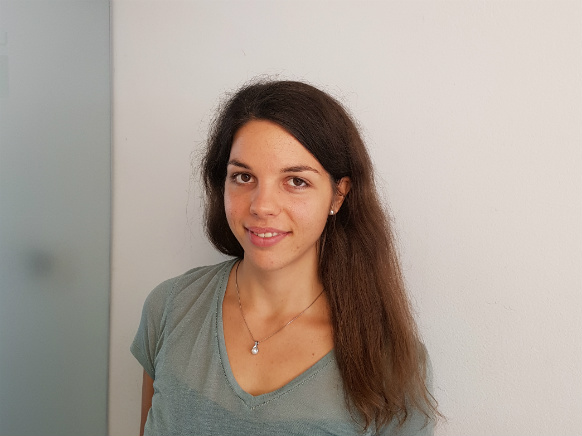 Inštruktorica Nina S. za predmet fizika, matematika, programiranje Python, Mathematica