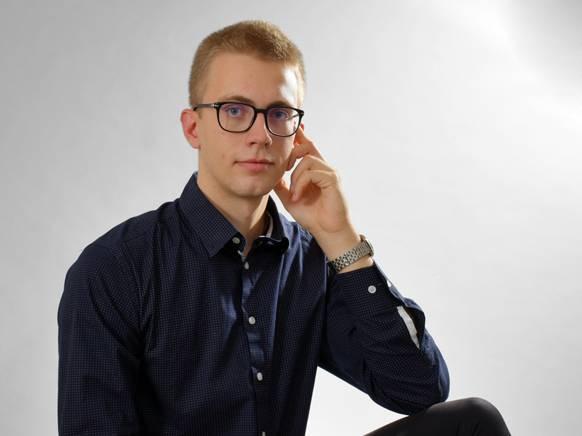 Inštruktor Ciril C. za predmete kemija, biologija in matematika